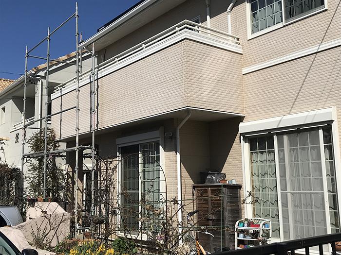 豊田市 外壁塗装の足場を設置しています。